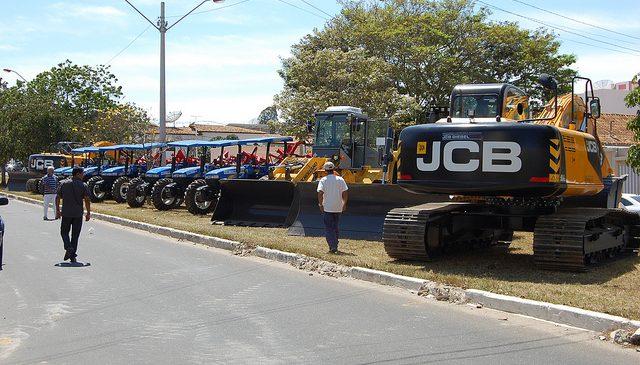 GOVERNO DA BAHIA ENTREGA MÁQUINAS AO CIVALERG